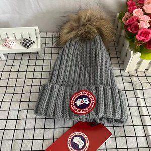 New 🎀CanadaGoose Gray Fur Pom Pom Hat